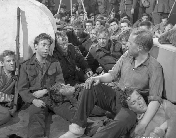 John Mills Richard Attenborough Sean Barrett during one of the final sequences of the war film directed by Leslie Norman