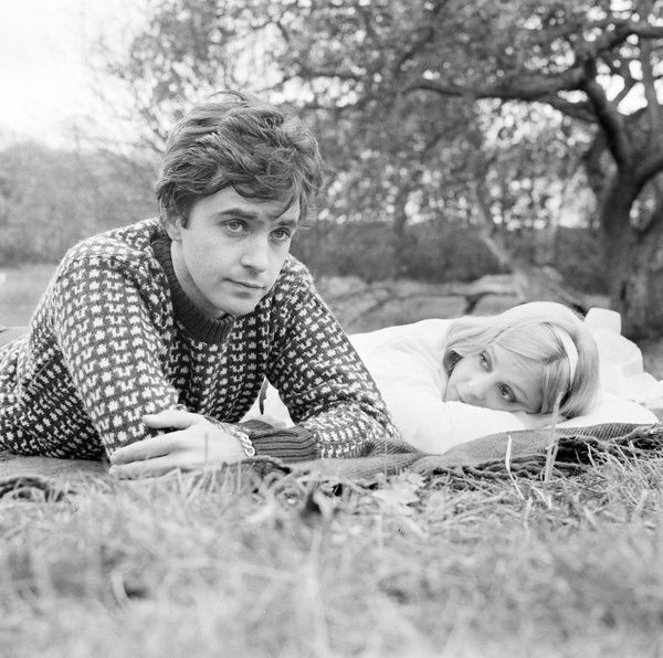David Essex and Rosalind Ayres in a romantic scene from 'That'll Be The Day' (1973)