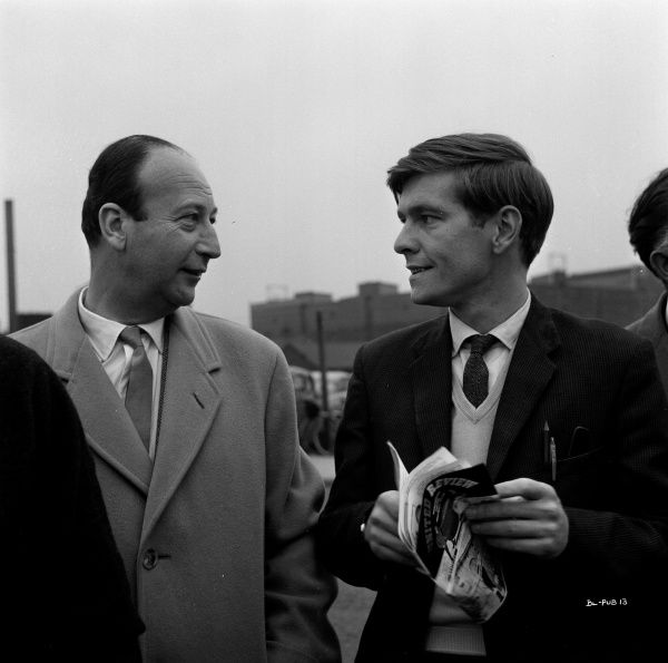 Producer Joseph Janni and Tom Courtenay during a pause of the filming of Billy Liar (1963)