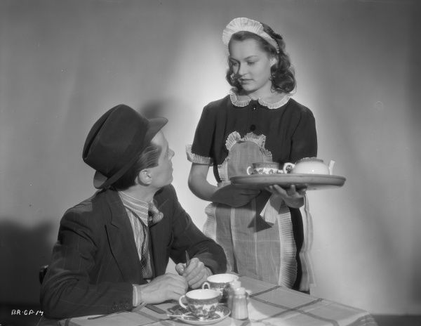 Richard Attenborough as Pinkie and Carol Marsh as waitress Rose in a promotional image from Brighton Rock directed in 1947 by John Boulting
