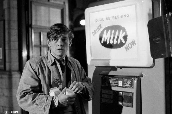 A production still image of Tom Courtenay as Billy Fisher in the final train station sequence of John Schlesinger's Billy Liar