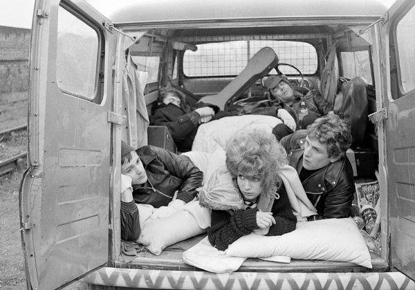 tour life. a scene from Stardust (1974) directed by Michael Apted
