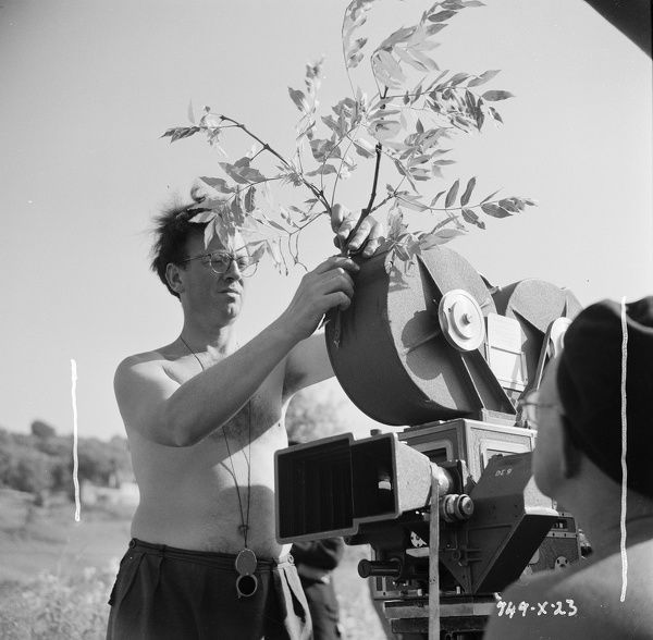 Douglas Slocombe with an usual decoration for his camera during the filming of The Titfield Thunderbolt