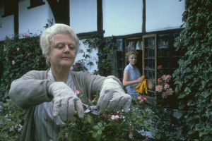 Angels Lansbury as Miss Marple in The Mirror Crack'd (1980)