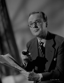 Derek Farr in a portrait for the release of Young Wives' Tale (1951)