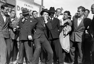 A scene set in a crowd from Brighton Rock (1947)