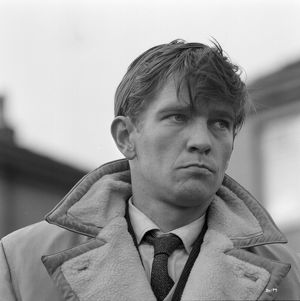 Tom Courtenay on the set of Billy Liar (1963)